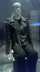 Mannequin wearing leather jacket, seen from the front.